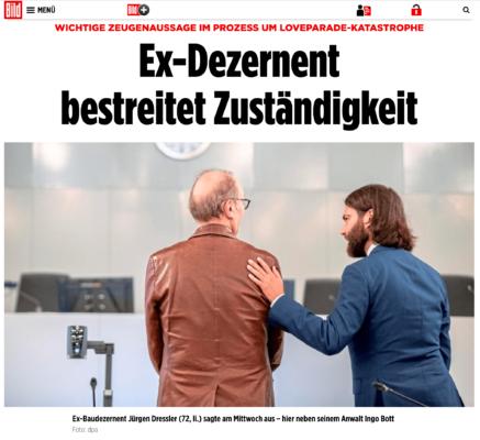 Bild-Online Artikel zum Loveparade-Prozess - Rechtsanwalt Dr. Ingo Bott von der Kanzlei Plan A aus Düsseldorf mit seinem Mandaten bei der Zeugenaussage als Zeugenbeistand