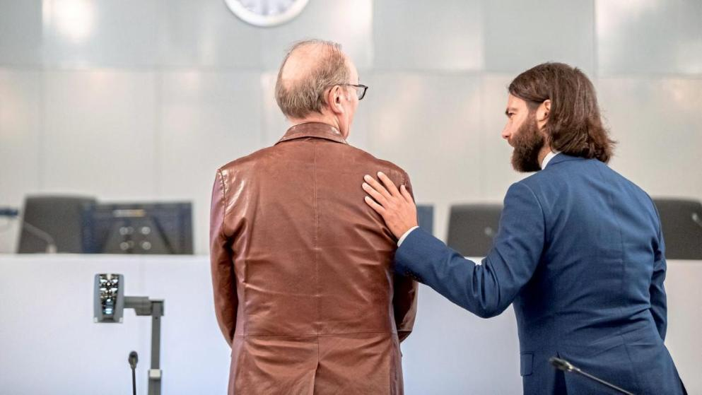 Kanzlei Plan A - Kanzlei für Strafrecht - Rechtsanwalt Dr. Ingo Bott im Loveparade-Verfahren mit seinem Mandanten