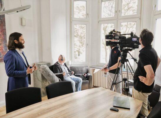 """Dr. Ingo Bott von der Kanzlei Plan A im Interview mit dem WDR zum Thema """"Zeugenbeistandschaft und Auskunfstverweigerungsrecht im Untersuchungsausschuss""""."""