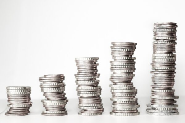 Kanzlei Plan A aus Düsseldorf - Steuerstrafrecht 3 - ansteigend gestapelte Geldmünzen